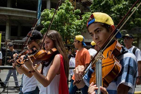 Músicos y artistas venezolanos elevaron sus notas de tristeza y esperanza | Foto: EFE