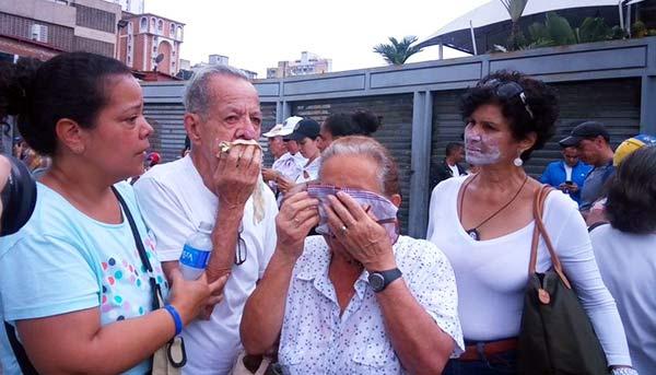Marcha de los abuelos fue reprimida con gas pimienta | Foto: Caraota Digita