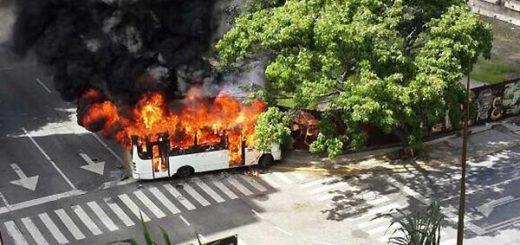 Incendio de autobús en Altamira | Foto: Twitter