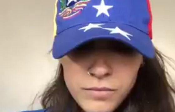 "Venezolana canta ""Báilame"" | Foto: Captura de video"