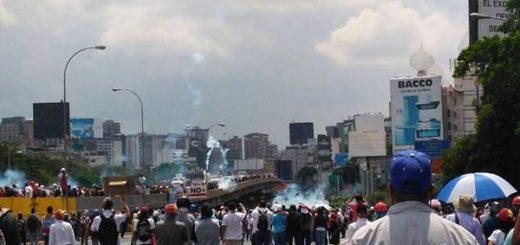 Represión en la Francisco Fajardo   Foto: twitter