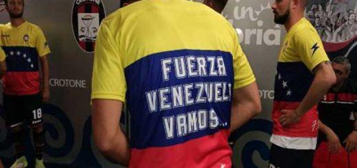 Equipo italiano lució el tricolor nacional en apoyo a Venezuela | Foto: @fccrotoneoff