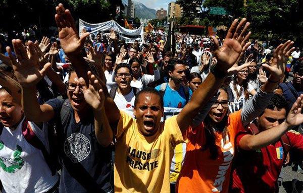 Sociedad civil junto a los estudiantes marcha hoy hasta VTV |Foto Reuters