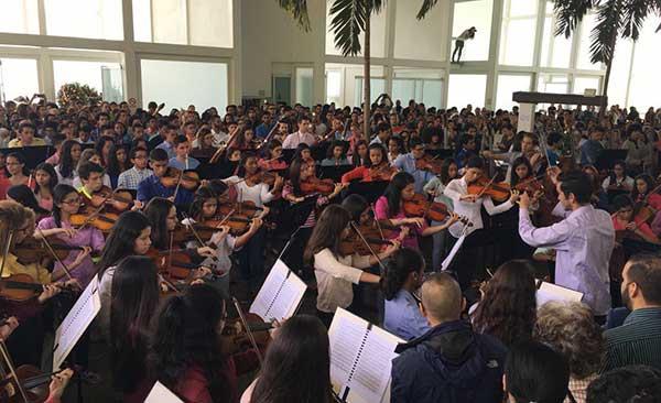 Sinfónica Juvenil homenajeó a Armando Cañizales en su último adiós | Foto: @RCTVenlinea