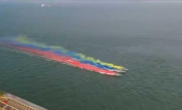 Aguas del Lago de Maracaibo se tiñen con la bandera de Venezuela   Captura de video