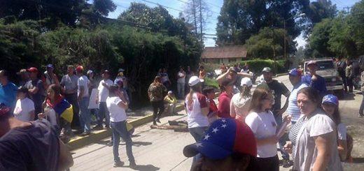 Joven atropellada en la Colonia Tovar | Foto: @AlbertoRT51