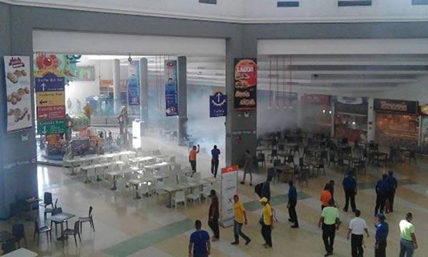 Lacrimógena en centro comercial de Barquisimeto   Foto: Twitter