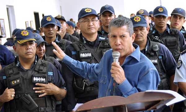 Policía de Lara junto al gobernador de la entidad | Foto referencial