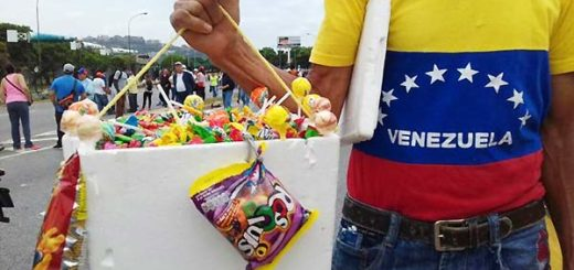 Vendedores aprovechan las marchas | Foto: Efecto Cocuyo