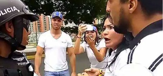 PoliAragua se encuentra con familiar en la marcha | Foto: Captura de video
