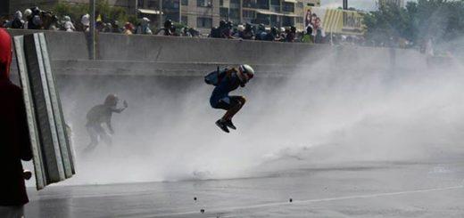 EN FOTOS: Resistencia opositora no cede ante la fuerte represión en la Fajardo 29-05-2017 | Foto: La Patilla