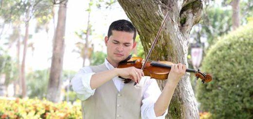 El violinista venezolano, Simon Gollo | Foto: Stoppels Photography