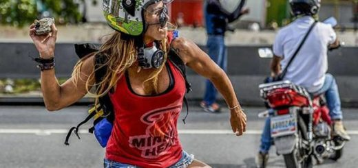 La 'Mujer Maravilla' protesta contra Maduro | Foto: AFP