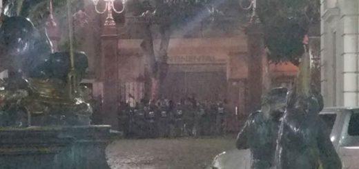 Asedio en la Asamblea Nacional se mantuvo hasta horas de la noche |Foto: AN