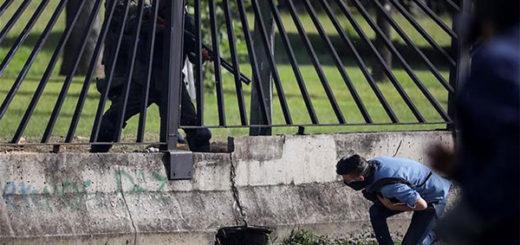 Momento en que David Vallenilla es asesinado por un efectivo de la Fuerza Aérea en La Carlota | Foto: vía Twitter
