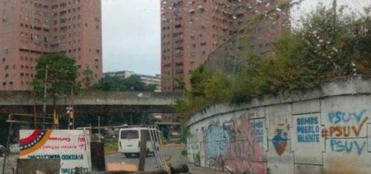 Barricadas en Caricuao |Foto: Twitter