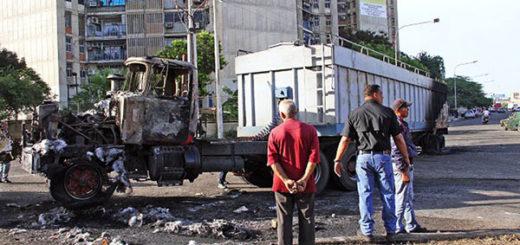 Quemaron camión de carga en Maracaibo | Foto: Andrés Caridad / Panorama