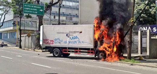 Queman camión del Ministerio de Transporte y Obras Públicas en El Rosal | Foto: @luisfcocabezas