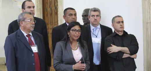 Canciller Delcy Rodríguez junto a funcionarios del Gobierno Nacional |EFE