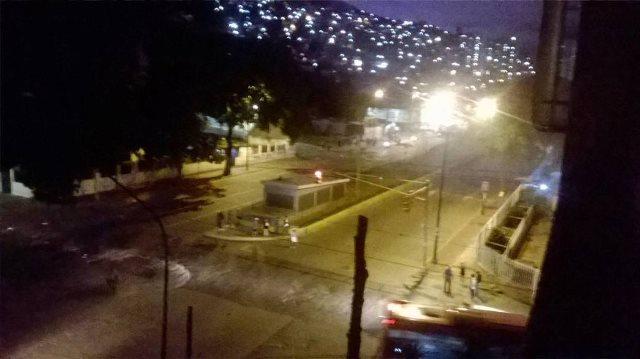 Ciudadanos en El Valle vivieron una noche larga  Foto: Twitter