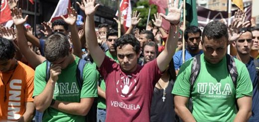 Estudiantes ingresaron a Conatel |Foto: AFP