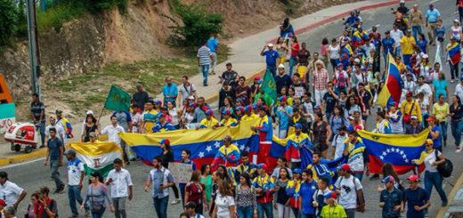 Estudiantes de Barquisimeto llegaron marchando a Caracas | Foto: Twitter