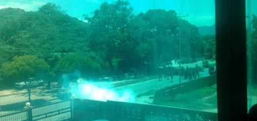 GNB reprime estudiante la UIP Santiago Mariño | Foto: Twitter