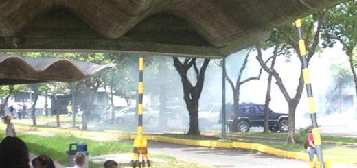 Reportaron siete heridos tras represión a estudiantes en la UCV | Foto: Twitter