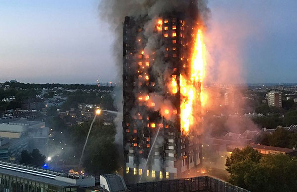 Aumentan a 30 los muertos en el incendio de la torre Grenfell de Londres | Foto: AFP