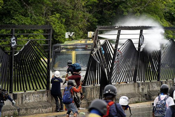 "Detenidas 8 personas por ""ataques"" en La Carlota | Foto: Twitter"