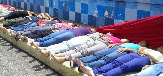 Estudiantes de arte de la ULA realizan representación de la morgue | Foto: @leoperiodista