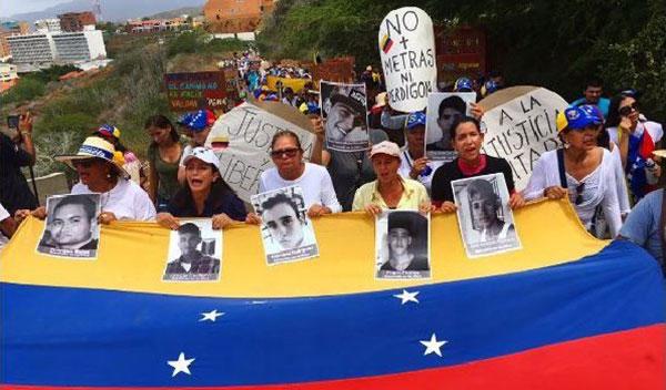 Madres marcharon para exigir libertad de jóvenes detenidos durante protestas en Margarita | Foto: @jadrianNTN24