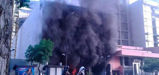 Encapuchados quemaron sede de la Magistratura en Chacao (Fotos+Videos)