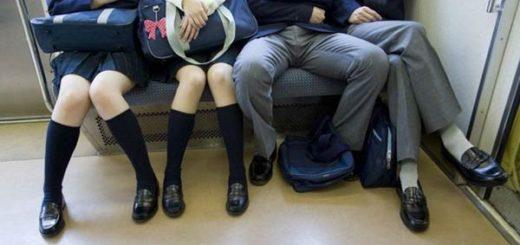 En Madrid y en otras ciudades han impulsado campañas para que los hombres cierren las piernas cuando se sientan en el transporte público |Getty Images