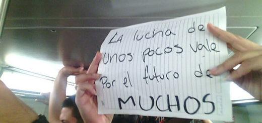 Diputados madrugaron para protestar en el Metro de Caracas   Foto: @VoluntadPopular