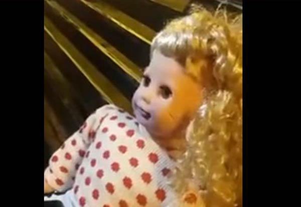 "Muñeca ""poseída"" |Captura video"