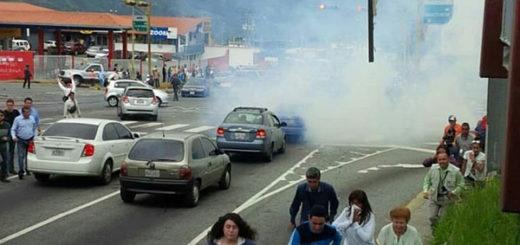 Reportar varios heridos tras represión de la GNB al gran plantón en Mérida | Foto: Twitter