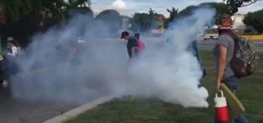 GNB reprime a manifestantes que hacían plantón en la Francisco Fajardo #5Jun | Captura de video