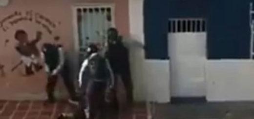 Policías de Aragua agredieron brutalmente a un joven en El Carmen | Captura de video