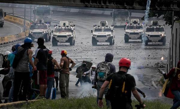 Manifestantes fueron brutalmente reprimidos en la Fajardo #19Jun |Foto: EFE