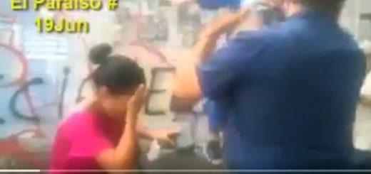 Transeúntes y niños fueron afectados por gases lacrimógenas |Captura de video