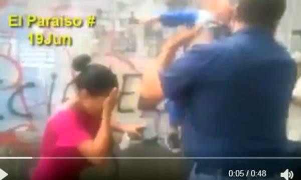 Transeúntes y niños fueron afectados por gases lacrimógenas  Captura de video