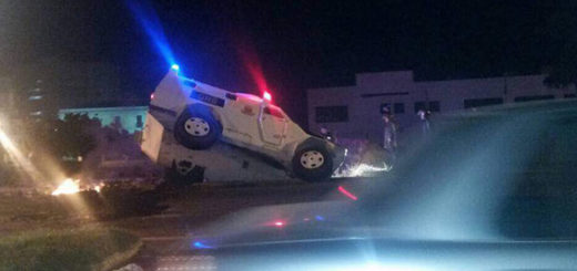 """Rinoceronte"" de la GNB cayó en un ""megahueco"" al intentar reprimir | Foto: Twitter"