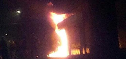 Incendiaron sede del PSUV en Mérida | Foto: @leoperiodista