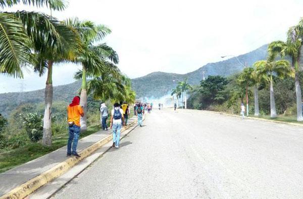 Estudiantes de la UDO Nueva Esparta son reprimidos por la GNB | Foto: @305_0892