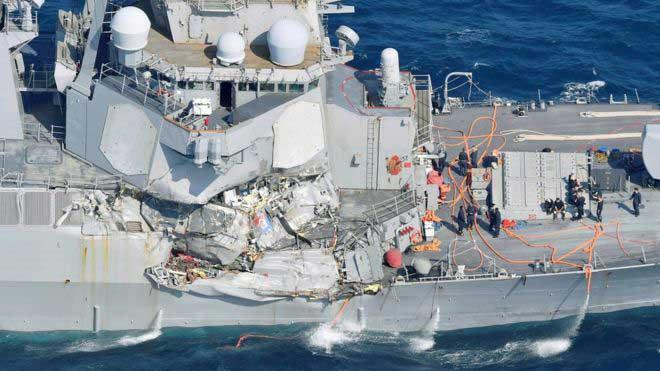Buque de guerra colisionó con carguero | Foto: REUTERS