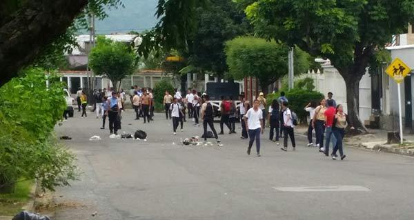 Estudiantes de la U.E. Hipólito Cisneros | Foto: Twitter
