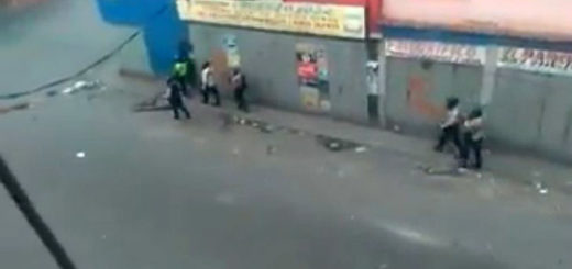 GNB reprime a vecinos de La Vega, Caracas | Foto: Captura de video