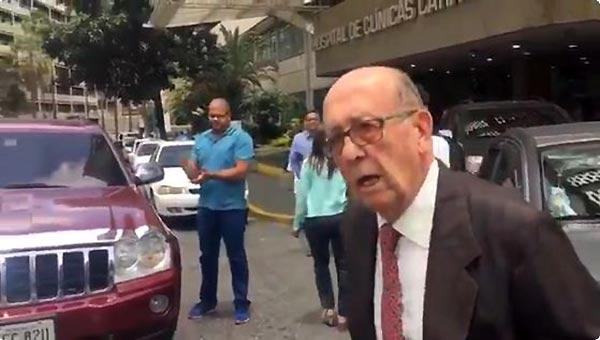 Señor de 88 años durante trancazo   Foto: Captura de video