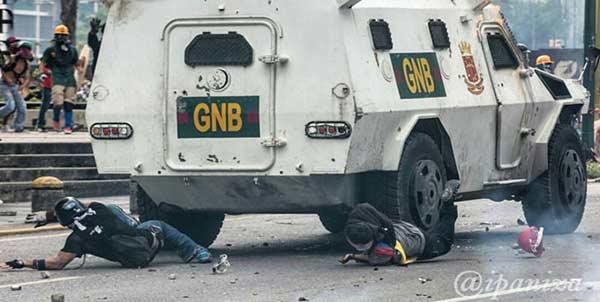 Tanqueta de la GNB durante represión   Foto: Referencial / @Ipaniza